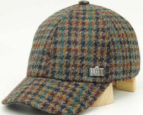 Cappello Tweed di Lana 480, fatto a mano ed imbottito con fodera trapuntata per il massimo comfort.